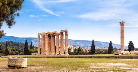 Fototapete - Landscape of Athens with Olympian Zeus temple, Greece
