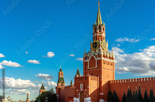 Fototapete Moscow Kremlin on old Red Square in summer, Moscow, Russia. Beautiful Spasskaya Tower of famous Kremlin on sky background.