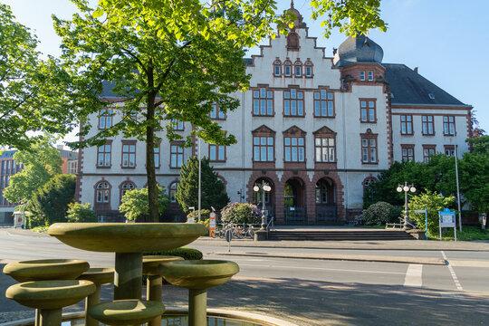 Rathaus der Stadt Hamm mit Schalenbrunnen, Nordrhein-Westfalen