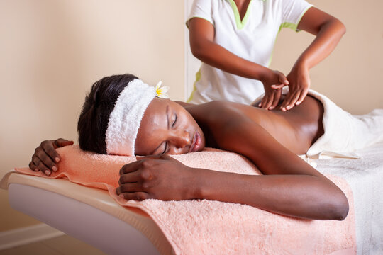 massage african woman