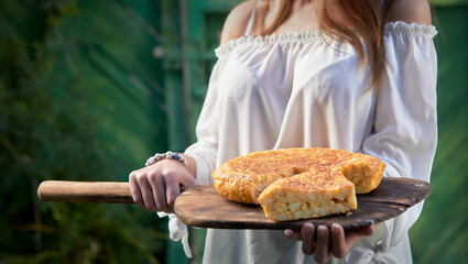 Freshly baked corn or maize bread on a paddle