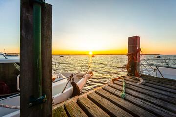 Drewniany pomost nad morzem