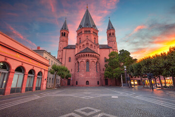 Fototapete - Mainz, Germany. Cityscape image of Mainz downtown with Mainz Cathedral during beautiful sunset.