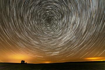 Startrails am Nachthimmel