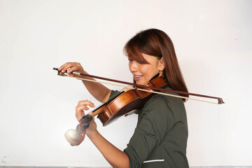 Lady is wearing braces hold violin in hand ,using bow play on string with happy feeling,,model posing,Lens flare effect