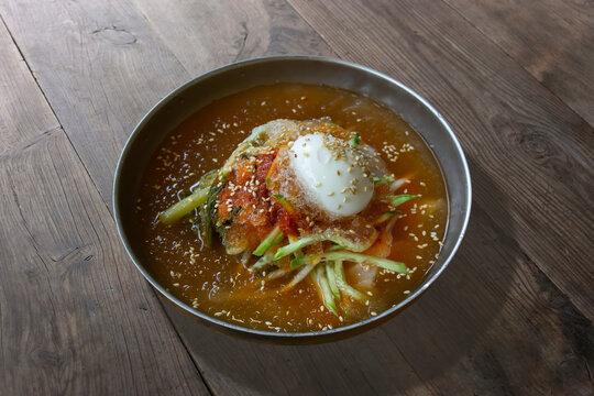 무우김치와 메밀국수로 만든 한국전통음식, 열무냉면