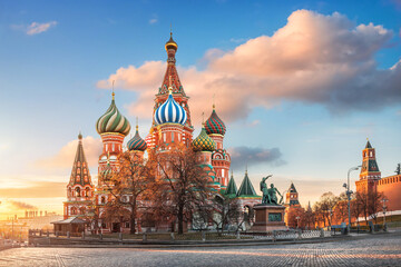 St. Basil's Cathedral on Red Square in Moscow under a blue sky Fototapete