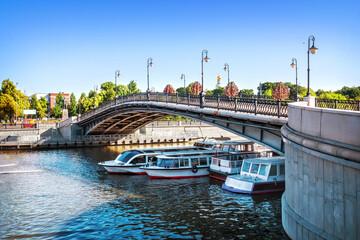 Luzhkov bridge over the Vodootvodny canal in Moscow Fototapete
