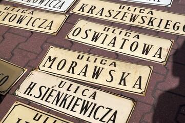 Obraz Zielona Gora, Lubuskie, Poland - 09/12/2015: Święto wina - obchodzone co roku w miesiącu wrześniu w Zielonej Górze. Tradycja ma ponad 100 lat. Korowód i jarmark okolicznościowy. Tłumy ludzi, turystów  - fototapety do salonu