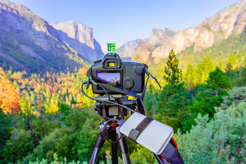 time-lapse of panoramic photography at El Capitan and Half Dome at sunset: El Capitan, Half Dome and Bridalveil Fall from the iconic Tunnel View. American Holidays on the road. Fotobehang