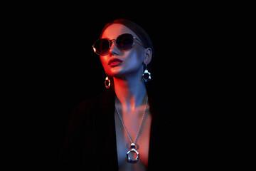 Fashion beautiful girl in sunglasses and jewelry