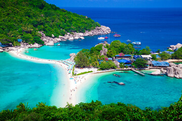 Koh Nangyuan Island on Sunny Day and Beautiful Clear Blue Water. Beautiful beach of Thailand. Fototapete