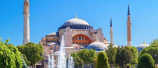 Fototapete - Hagia Sophia in summer, Istanbul, Turkey. Scenic panoramic view of old mosque, famous monument of Byzantine culture
