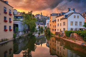 Fototapete - Luxembourg City, Luxembourg. Cityscape image of old town Luxembourg skyline during beautiful summer sunset.