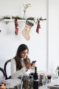 Diner using smartphone christmas.
