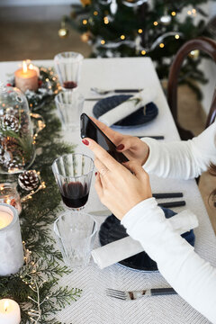 Diner using smartphone on table.