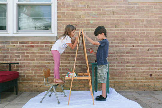 kids painting on easel