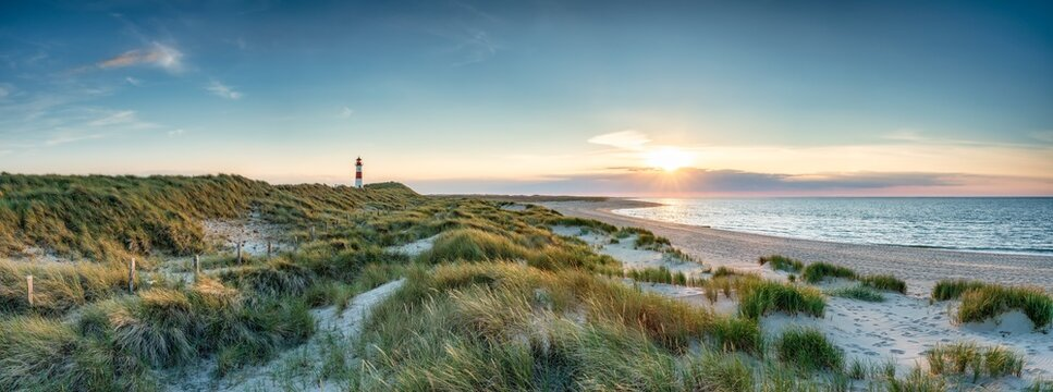 Dune beach at the North Sea coast on the island of Sylt, Schleswig-Holstein, Germany