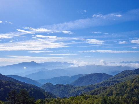 秋の美ヶ原高原 遠くの山々を望む 長野県