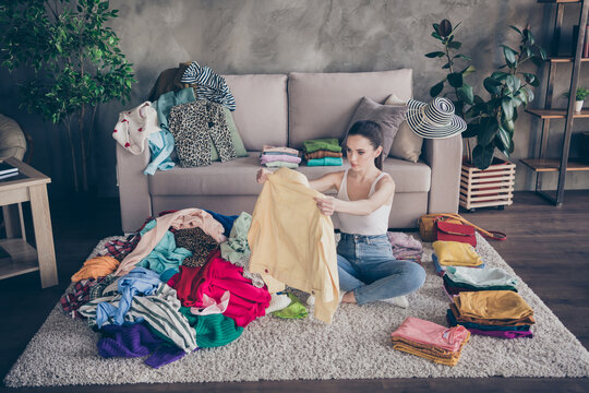 Top above high angle view photo of focused girl sit carpet legs crossed folded order her tidy casual dressing decide what sale in house indoors
