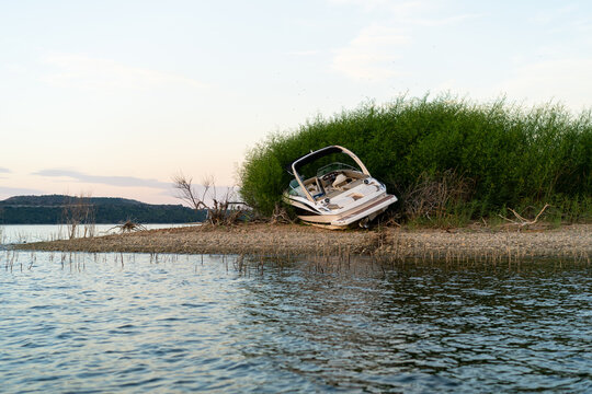 A boat crash on a small island after drinking and driving.