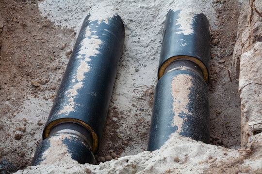 Replacement of the pipeline for the supply of hot water and heating to multi-storey buildings. There are two pipe lines in the trench.