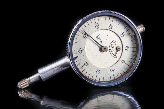 Dial gauge for measurement in the metal industry. Accessories for markers and quality controllers.
