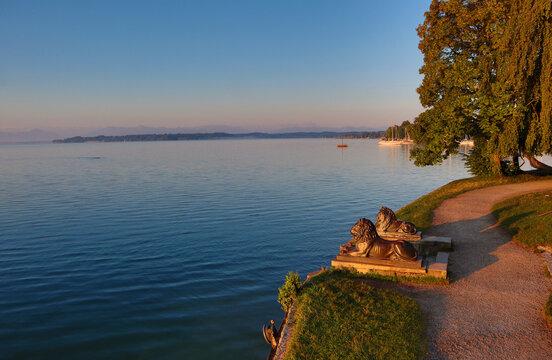 Tutzing, Starnberger See, Brahmspromenade, Bayern, Oberbayern, Midgardhaus, Fünfseenland, Löwen, Wahrzeichen