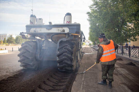 Dismantling of asphalt pavement. Repair of roads. Replacement of road surface in Ulan-Ude