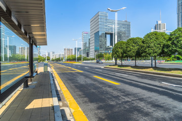 Fotomurales - cityscape and skyline of nanjing from empty asphalt road