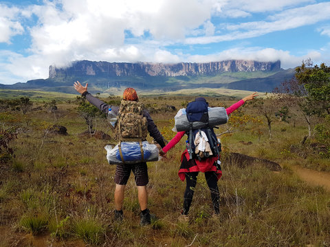 Young couple doing the hike on the trail to Monte Roraima
