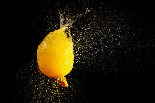 破裂したオレンジジュース