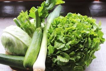 Grüner Salat und grünes Gemüse - Grünzeug in Bio-Qualität