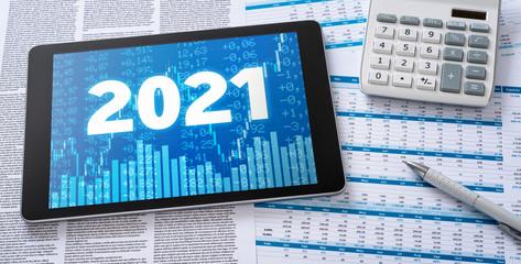 Tablet mit Finanzunterlagen - 2021