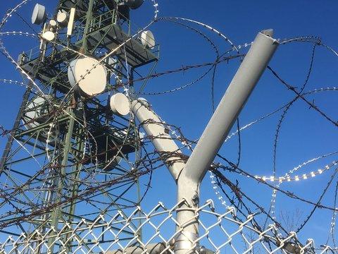 Moderene Technik: Sendeturm, Fernsehturm, Satellitenschüsseln