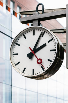 Round clock in Bruges train station