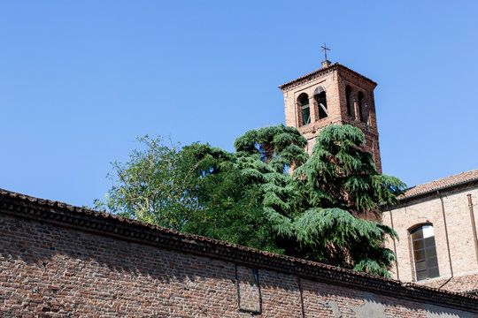 Monastero medievale, Italia