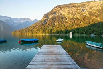 Wall Mural - See mit Holzsteg und Booten