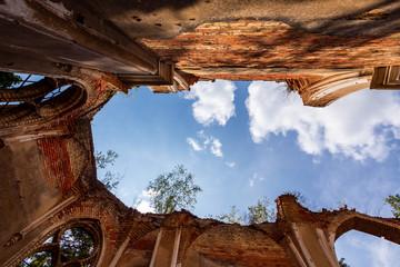 Ruiny kościoła Św. Antoniego w Jałówce, Podlasie, Polska - fototapety na wymiar