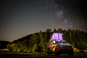 VW T6 California Nachthimmel mit Milchstraße Fotomurales