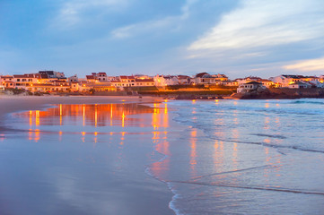 Fotomurales - Coastal town at twilight. Portugal