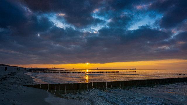 Sonnenuntergang an der Ostsee bei Warnemünde
