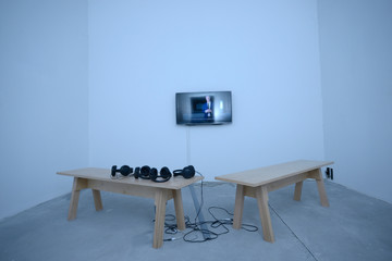An interactive room: monitor, benches, headphones