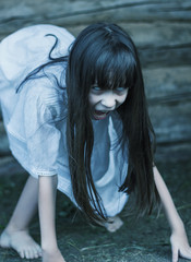 Photo sur Plexiglas Doux monstres Scary ghost girl openes mouth hisses and crept