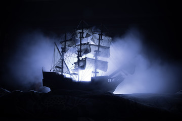 Papiers peints Navire Black silhouette of the pirate ship in night
