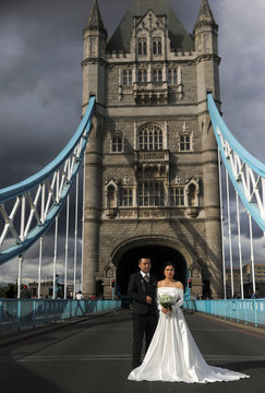 Tony Cao and Jenny Nguyen from Vietnam pose for wedding photos on the Tower Bridge, in London