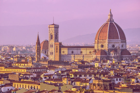Sunset view of Florence city crossing the river