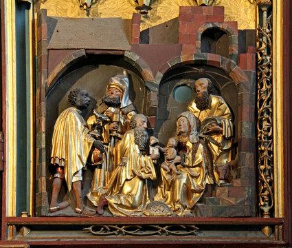 Adorazione dei Magi; portella dell'altare scolpito di Schnatterpeck nella vecchia parrocchiale di Lana (Bolzano)