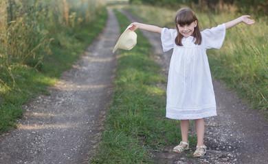 Photo sur Plexiglas Doux monstres happy little girl holds her hat