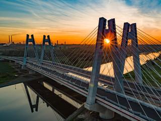Fototapeta most na tle wschodzącego słońca obraz